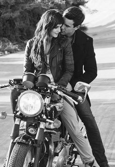 Motorcycle Couple Pictures Motorbikes Ideas For 2019 - Travel Couple Motorcycle Couple Pictures, Biker Couple, Wedding Couple Poses Photography, Motorcycle Photography, Couple Posing, Couple Shoot, Couple Ideas, Motorcycle Wedding, Motorcycle Engagement Photos