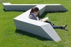 Ell mobiliario urbano debe ser aburrido. .Plaza del Milenio diseño de EXP ARCHITECTOS