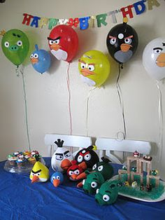 Angry Birds party decor ideas and printable templates! Julia, I am sure her birthday this year will be Angry Birds. Cumpleaños Angry Birds, Festa Angry Birds, Bird Birthday Parties, Boy Birthday, Birthday Ideas, Bird Party, Partys, Party Planning, Gaming