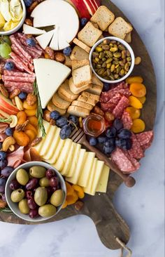 Everyone loves a good charcuterie board and I'm going to show you How to Make an EPIC Holiday Cheese Board in just 10 minutes! Best Holiday Appetizers, Easy Holiday Recipes, Easy Healthy Recipes, Easy Dinner Recipes, Healthy Snacks, Holiday Treats, Christmas Recipes, Charcuterie Recipes, Charcuterie And Cheese Board