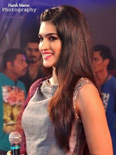 Supp smile of Kriti Sanon Bollywood Stars, Bollywood Fashion, Bollywood Celebrities, Bollywood Actress, Indian Actresses, Actors & Actresses, Profile Picture For Girls, Indian Models, India Beauty