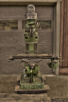 The real deal: Bridgeport Milling Machine Would like to find one of these, maybe some WWII surplus.