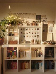 6 Creative Tips for Enlarging a Small Bedroom - Bedoom Ideas - Zimmer Einrichten Bedroom Vintage, Vintage Room, Vintage Stil, Style Vintage, Fashion Vintage, Vintage Decor, My New Room, My Room, Home Design