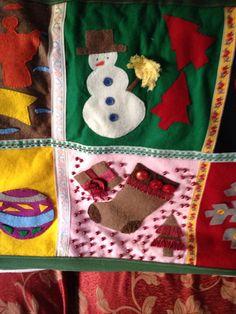 Coperta in Natale con decorazioni in feltro