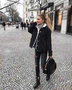 """Gefällt 8,062 Mal, 154 Kommentare - Viktoria J. Hutter (@viktoriahutter) auf Instagram: """"City stroll"""""""