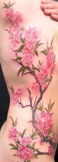 Fiori di ciliegio sulla schiena