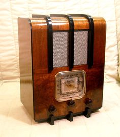 Old Antique Wood Majestic Vintage Tube Radio - Restored & Working Deco Tombstone. eBay auction ends tonight at 10:30 Eastern! A Great Christmas Gift!