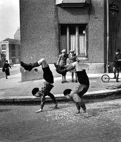 Paris (The brothers, street of Doctor Lecène, Paris), 1934, by Robert Doisneau