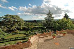 Large wedding villa in Siena #wedding #weddingvenue #weddingplanner #weddingplanning #Siena #Tuscany #Italy #bride