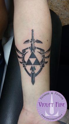 tatuaggio personaggi, tatuaggio videogioco, tatuaggio gruppo, tatuaggio Zelda Triforza rielaborato su braccio - Violet Fire Tattoo - tatuaggi maranello, tatuaggi modena, tatuaggi sassuolo, tatuaggi fiorano