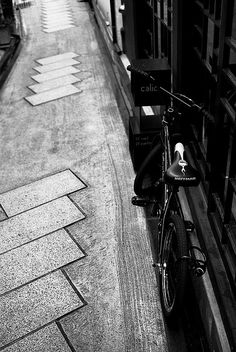 Alley - by hryk.hrd, via Flickr. S)