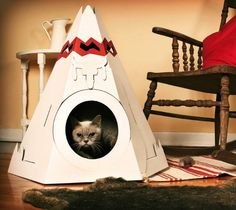 This Cat Teepee is made of 100% recycled cardboard. It's fun modern take on a classic symbol of American iconography is inspired by Native American culture and the collective imagination associated with it. The Teepee is available with 5 interchangeable ornaments included in the box to let you pick your favorite: dream catcher, feather, tomahawk, eagle and bull's head.