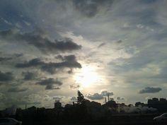 Umutsuzluğa kapıldığın zaman gökyüzüne bak. Mutlaka seni karşılayacak bir ay, deli bir yağmur ya da parlak bir yıldız vardır.