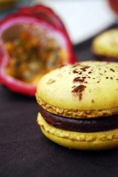 Macaron Mogador : chocolat au lait, fruit de la passion
