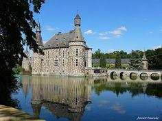 Château de Jehay depuis les douves -