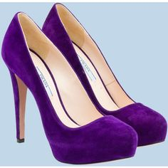 Luscious Prada pump in purple…my fav color! Related Post Classic purple and white wedding cake with marzipa. Loropetalum Purple Prince… re-do white azale. Pretty Shoes, Beautiful Shoes, Cute Shoes, Me Too Shoes, Lila Heels, Purple Heels, Velvet Shoes, Round Toe Pumps, Kinds Of Shoes