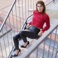 Zapato stiletto disponible en www.santorini.com.co Santorini, Leather Pants, Instagram, Fashion, Color Combinations, Tents, Budget, Zapatos, Style