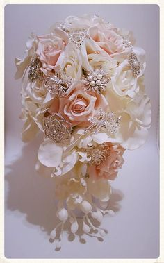 Bridal Brooch Bouquets Perth create gorgeous custom made designs! Vintage, bling, silver, gold, pearls, rhinestones... anything is possible!