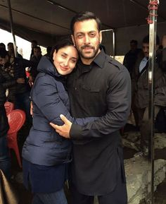 Kareena Kapoor and salman Handsome Celebrities, Handsome Actors, Indian Celebrities, Bollywood Celebrities, Bollywood Couples, Bollywood Stars, Sultan Movie, Salman Khan Photo, Indian Men Fashion