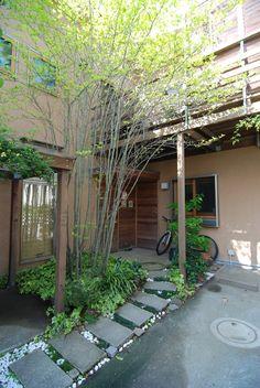 私どもの住まい兼仕事場です。 設計の考え方の詰まった住まいです。 1つは、緑のある住まい。 2つに、楽しむ住まい。 3つに、手づくりと遊びごころの住まい。 4つに、こころとからだに優しい住まい。 私どもの考え方を感じてください。 専門家:新井敏洋が手掛けた注文住宅事例:小さな家のページ。新築戸建、リフォーム、リノベーションの事例多数、SUVACO(スバコ)