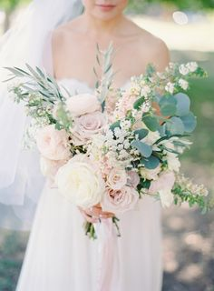 sodazzling.com | blush pink lush bouquet | Romantic Dusty Pink Wedding from The Great Romance - thegreatromancephoto.com