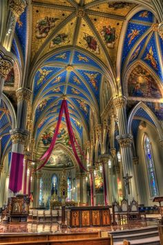Basilica of the Sacred Heart South Bend, Indiana at Notre Dame University.a beautiful church Sacred Architecture, Church Architecture, Beautiful Architecture, Beautiful Buildings, Beautiful Places, Church Interior, Cathedral Church, Chapelle, Place Of Worship