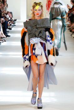 nice Maison Margiela Fall 2016 Couture Fashion Show - Vogue Fall Fashion 2016, Fashion Week, Fashion Art, Fashion Brands, High Fashion, Fashion Show, Fashion Design Template, Weird Fashion, Fashion Project