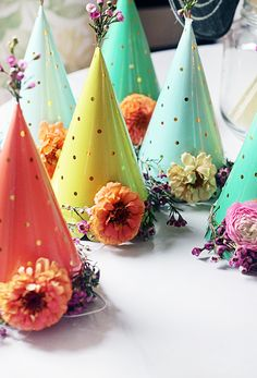 Your little girl may feel like a princess with these beautiful DIY floral party hats. These colorful creations are perfect for your birthday girl and her friends to enjoy at her garden party! Garden Birthday, 1st Birthday Parties, Birthday Hats, Flower Birthday, Elmo Birthday, Dinosaur Birthday, Tea Parties, Birthday Ideas, Fiesta Baby Shower