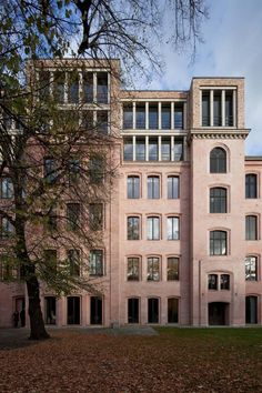 David Chipperfield Architects – Refurbishment and Extension Friedrichstraße 126 Fascist Architecture, Facade Architecture, Minimalist Architecture, Classical Architecture, David Chipperfield Architects, Brick Arch, Roof Extension, Modern Roofing, Building Companies