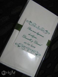 Para aquele momento emocionante de seu casamento, leve essas lágrimas de alegria! 2 lenços de papel em saquinho transparente + tag + fita de cetim. Pode ser em outras cores. R$1,10