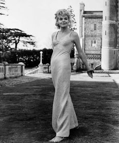 Susannah York, wearing Foale and Tuffin, in Kaleidoscope, 1966 Mod Fashion, 1960s Fashion, High Fashion, Fashion Beauty, Vintage Fashion, Womens Fashion, Vintage Clothing, Vintage Style, English Actresses
