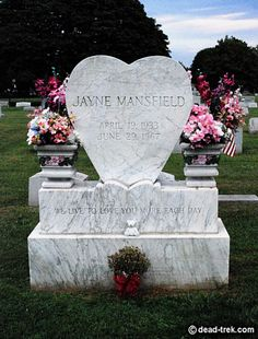 Jayne Mansfield's memorial created by her fan club. Her birth year is incorrect.