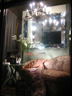 pink chaise with mirror at Vintage Thrift Store in New York City. Any one can have fabulous or funky on a budget. 1940s Decor, Vintage Decor, Habitat Restore, Vintage Thrift Stores, 1940s Home, Beautiful Mirrors, Bedroom Vintage, Thrifting, Sweet Home