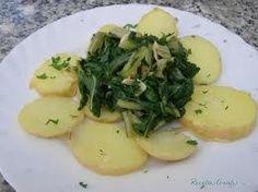 Acelgas con patatas Potato Salad, Chicken, Meat, Ethnic Recipes, Cupcakes, Food, Salad, Legumes, Vegetables