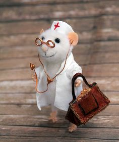 needle felt mouse doctor with stethoscope and doctoral coffer physician, felt toy, felted mouse, eco toy, gift for doctor Needle Felted Animals, Felt Animals, Needle Felting, Cute Animals, Felt Crafts, Fabric Crafts, Cute Rats, Felt Mouse, Cute Mouse