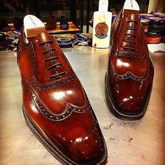 Wing-tip brogue, by @zonkeyboot Hand stitched welt, oak bark sole, Bavarian calf. Hand finished patina by @lart_du_glacage . #shoes #chaussureshommes #italianfashion #zonkeyboot #style