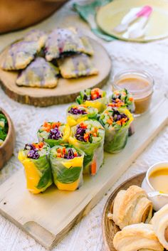 Mango Basil Summer Rolls with Spicy Almond Butter Sauce - Radiant Rachels - wraps Rezept Vegetarian Recipes, Cooking Recipes, Healthy Recipes, Vegan Meals, Grilling Recipes, Family Picnic Foods, Picnic Snacks, Good Picnic Food, Vegan Picnic