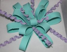 Learn how to make edible ribbons and bows to top off your decorated cakes. These easy embellishments are guaranteed to make big impact! On Craftsy!
