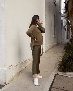 Going green 🌿 Cute Maternity Outfits, Stylish Maternity, Pregnancy Outfits, Maternity Wear, Maternity Dresses, Maternity Fashion, Stylish Pregnancy, Baby Bump Style, Mom Style