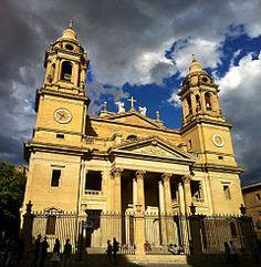 La Catedral de Santa María la Real de Pamplona, situada en la ciudad de Pamplona (Comunidad Foral de Navarra, España), sede de la Archidiócesis de Pamplona y Tudela, es un conjunto arquitectónico eclesiástico único, por tratarse del complejo catedralicio más completo que se conserva en España.