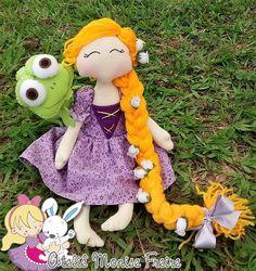 Boneca Rapunzel para decoração de festas e seu mascote Pascal ! <3 https://www.facebook.com/monisefreire