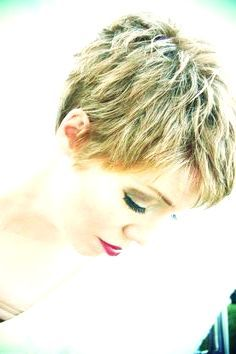 27 Short Pixie Haircuts That Never Go Out Of Style #short #hair #cuts #women #cute #pixie #trendy