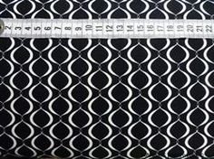 Sort bund med hvidt m�nster Patchworkstof - lille m�nster - er et super flot stykke sort patchwork stof med flot lille m�nster med hvid streg.