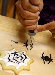 SPIDER WEB COOKIES http://www.skiptomylou.org/2010/10/14/spider-web-cookies/  #Cookies