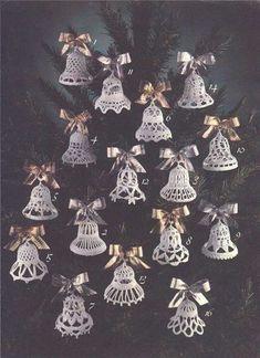 ideas for crochet facile noel Crochet Snowflake Pattern, Christmas Crochet Patterns, Holiday Crochet, Crochet Snowflakes, Crochet Christmas Decorations, Crochet Ornaments, Xmas Ornaments, Christmas Bells, Christmas Crafts