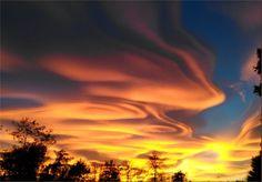 Quando il cielo diventa un dipinto: il tramonto che ha incantato l'Italia