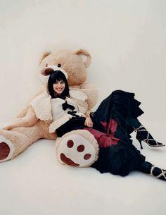 Vogue Spain, Kendall And Kylie Jenner, Lily Collins, Kardashian Jenner, Teddy Bear, Artist, Animals, Model, Twitter