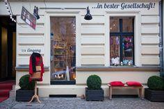 ...in bester Gesellschaft!  Sie finden uns in der Knaackstraße 33, 10405 Berlin - direkt am Kollwitzplatz  Öffnungszeiten: Montag bis Freita...