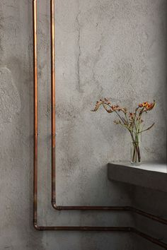 Love the use of copper supply lines as sculptural utilities. Restaurant Bar Nazdrowje / Richard Lindvall