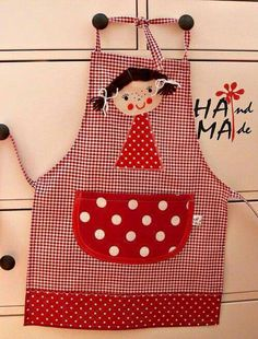 apron for girls Sewing Class, Love Sewing, Sewing For Kids, Sewing Aprons, Sewing Toys, Couture Bb, Childrens Aprons, Cute Aprons, Apron Designs